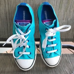 Girls converse really good condition size 4